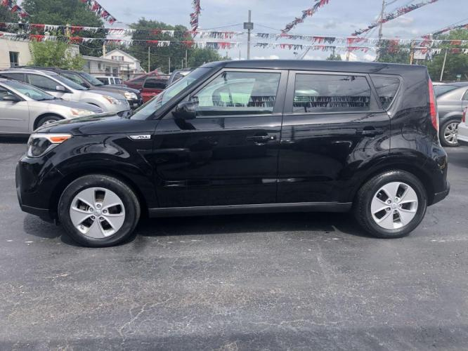 2015 BLACK KIA SOUL (KNDJN2A26F7) with an 1.6L engine, Automatic transmission, located at 1056 E Riverside Dr, Evansville, IN, 47714, (812) 423-7026, 0.000000, 0.000000 - Photo #0