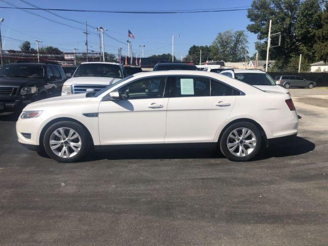 2012 WHITE FORD TAURUS SEL (1FAHP2EWXCG) with an 3.5L engine, Automatic transmission, located at 1056 E Riverside Dr, Evansville, IN, 47714, (812) 423-7026, 0.000000, 0.000000 - Photo #0