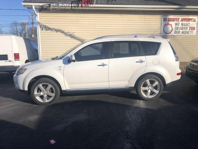 2009 WHITE MITSUBISHI OUTLANDER XLS (JA4MS41XX9Z) with an 3.0L engine, Automatic transmission, located at 1056 E Riverside Dr, Evansville, IN, 47714, (812) 423-7026, 0.000000, 0.000000 - Photo #0